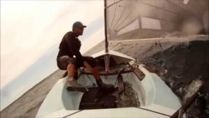 <b>Finn - Greg Douglas does a 360 turn the hard way  - Eskimo-Rolle im Finn</b>