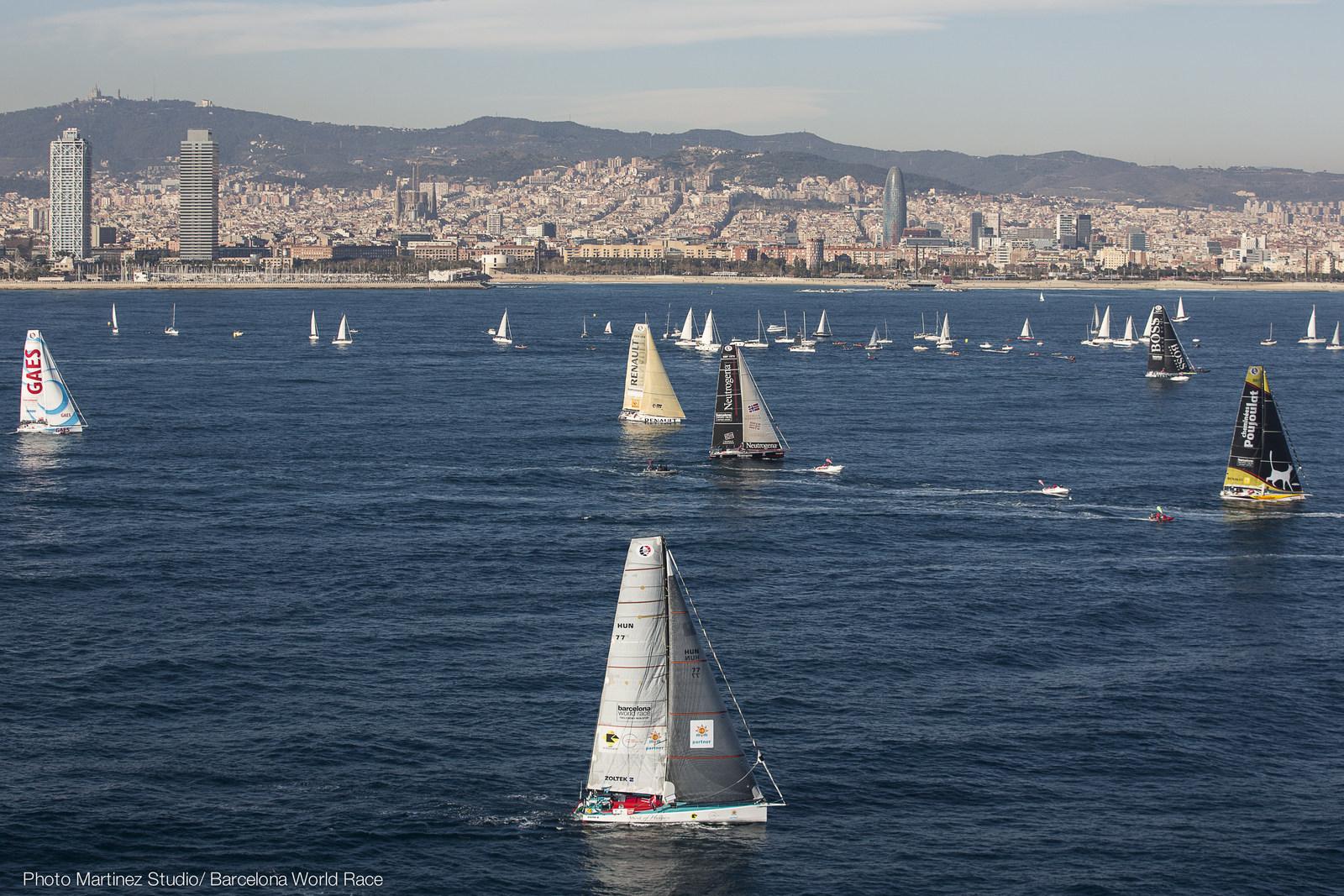 <b>Barcelona World Race 2015 - Sun and Sons shine on Light Winds</b>