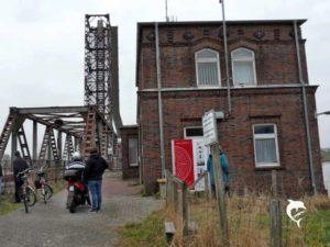 <b>Frachter rammt die Friesenbrücke in Weener / Ems</b>