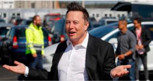 Tesla-Chef Elon Musk legt sic...